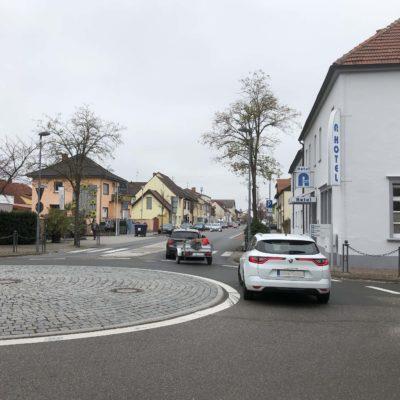 Zentraler Kreisverkehr, Ausfahrt Hockenheimer Straße