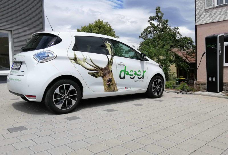 e-Zoe Deer mobility solutions beim Ladevorgang