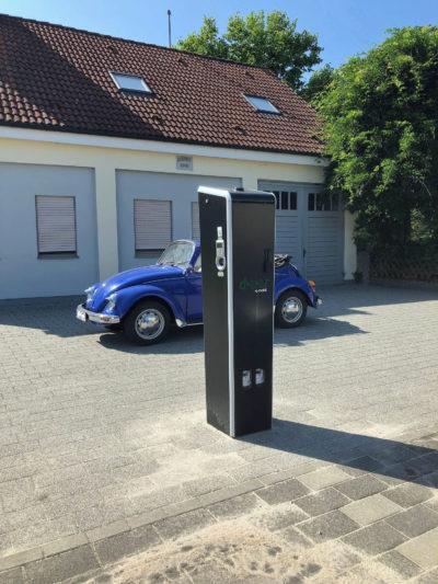 Ladesäule für zwei Elektrofahrzeuge